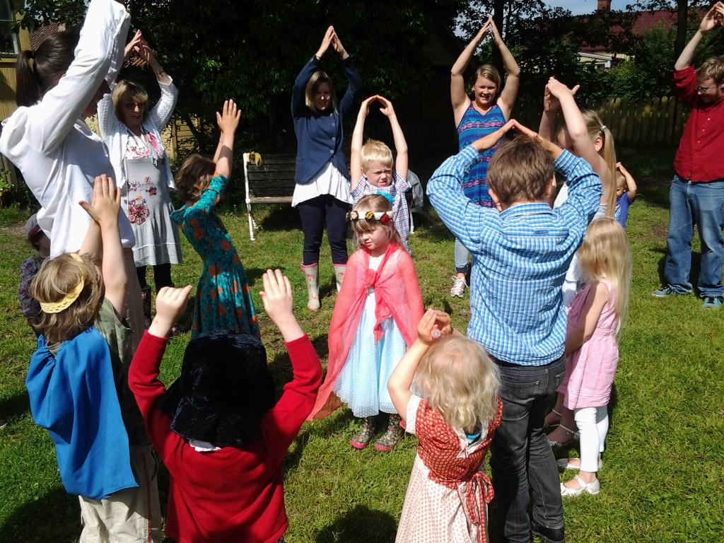 Törnrosa var ett vackert barn med utklädning var en uppskattad danslek